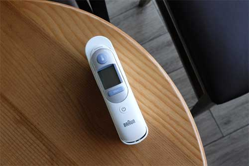 Noting forehead temperature by using a non-contact thermometer