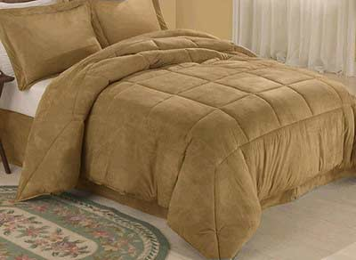 The right ways to fold a comforter for storage