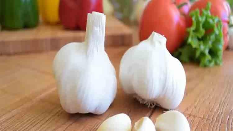 Garlic and Weight Loss: 8 Proven Benefits